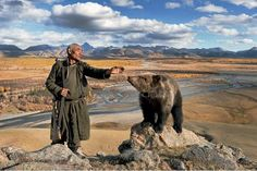 The Dukha are a Tuvan-Turkic tribe that lives on the border of Mongolia and Russia, and they are best known as reindeer herders. Mongolia, We Are The World, People Of The World, Art Du Monde, Cool Photos, Amazing Photos, Wildlife, The Incredibles, Spiritual Connection