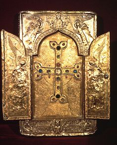 METALWORK & ENGRAVINGS - Gilded silver reliquary, 1300, Khotagerats', St. Nshan Monastery, Etchmiadzin, Treasury. Photo: Ara Güler