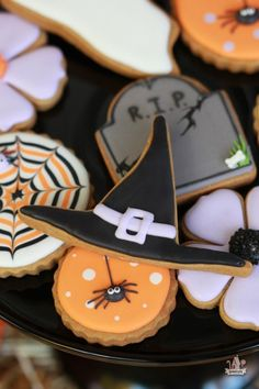 Decorated Halloween Cookies | Sweetopia