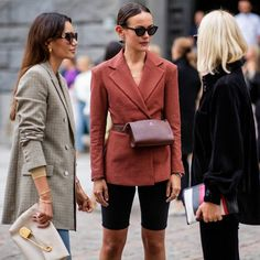 I've done the hard work of narrowing down some of the best street style looks from the very stylish Paris Fashion Week. Best Street Style, Street Style Blog, Street Style Looks, Look Fashion, Autumn Fashion, Fashion Outfits, Blazer Fashion, Bicycle Pants, Latest Fashion For Women