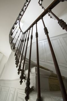 R& d& maison bordelaise - Cityzen Architectes - 0556303781 Source by cityzenarchi. Iron Stair Railing, Wrought Iron Stairs, Banisters, Open Basement Stairs, Open Stairs, Stair Art, Stair Walls, Stone Stairs, Concrete Stairs