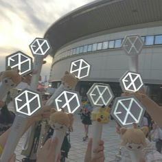 180520-19 EXO-CBX Magical Circus Tour 2018  #EXO #EXO_CBX #exolightstick #EXOgoods Lightstick Exo, Chanyeol, Dino Park, Exo Merch, Exo Concert, Bts And Exo, Kpop Aesthetic, My Sunshine, Cute Drawings