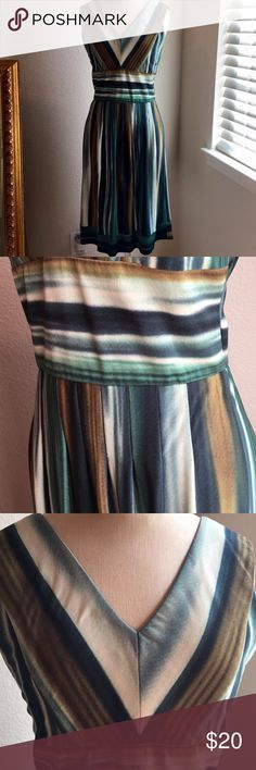 V-neck sleeveless Dress Amazing dress with v-neck and green variations in color. Great for fall weddings! Rabbit Rabbit Rabbit Dresses