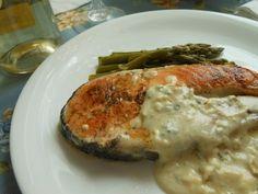 Salmón con espárragos y salsa de queso azul | Cocina
