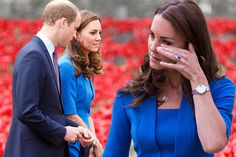 Kate Middleton wipes her eye during emotional visit to World War I poppy tribute