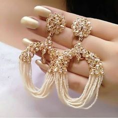 Elegant Earrings For Beautiful Girls - Earring Designs 2019 Source by Pinfortrend indian Indian Jewelry Earrings, Indian Jewelry Sets, Jewelry Design Earrings, Gold Earrings Designs, Indian Wedding Jewelry, Ear Jewelry, Designer Earrings, Pakistani Jewelry, Designer Jewelry