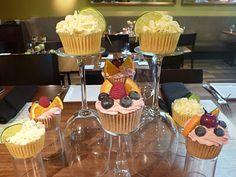 Kimi's Cupcakes: Wedding Rehearsal Dinner Cupcake Centerpieces!