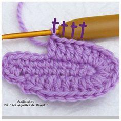 Cómo tejer botitas con ganchillo Crochet Baby Socks, Crochet Baby Sandals, Crochet Shoes, Knit Crochet, Crochet Patterns Amigurumi, Baby Knitting Patterns, Baby Patterns, Crochet Stitches, Crochet Fashion