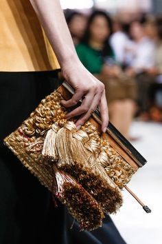 The fringed clutch at Proenza Schouler Spring 2014 Ready-to-Wear Collection Phillip Lim, My Bags, Purses And Bags, Tote Bags, Fashion Bags, Fashion Show, Couture Fashion, Runway Fashion, Style Fashion
