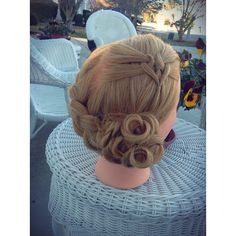 «Elastic heart and dutch braid pincurl updo - -I braided lots of Valentines Day themed hairstyles today! ❤️ - - for this hairstyle I used the…»