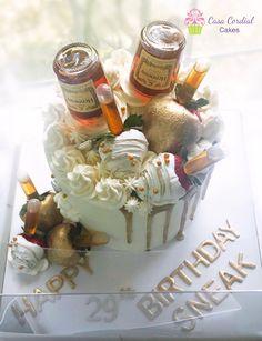 Hennessy Cake Homemade Cake Frosting, Buttercream Cake, Homemade Cakes, Adult Birthday Cakes, 50th Birthday, Birthday Ideas, Hennessy Cake, Alcohol Cake, Cupcake Cakes