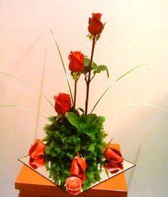 arreglo con rosas y follage