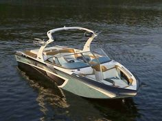 Tige compact wakeboarding boats