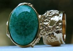 Arty Oval Ring Jade Green Glass Gold Chunky Vintage Armor Knuckle Art Statement Size 7