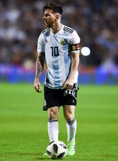 Lionel Messi Photos - Lionel Messi of Argentina sets up for a free kick during an international friendly match between Argentina and Haiti at Alberto J. Armando Stadium on May 2018 in Buenos Aires, Argentina. Neymar, Lional Messi, Messi Soccer, Messi And Ronaldo, Fc Barcelona, Lionel Messi Barcelona, Messi Argentina, Argentina National Team, Messi Photos
