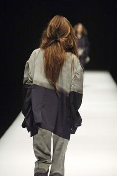 Yohji Yamamoto - Ready-to-Wear - Runway Collection - Women Fall / Winter 2006 - See more at: http://firstview.com/collection.php?p=0&id=12299&of=9#sthash.PJ7UNW8b.dpuf