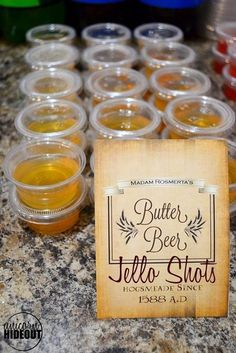 Butterbeer Jello Shots Are Perfect For Your Next Harry Potter ! butterbier jello shots sind perfekt für ihren nächsten harry potter Butterbeer Jello Shots Are Perfect For Your Next Harry Potter ! Harry Potter Motto Party, Harry Potter Drinks, Harry Potter Food, Harry Potter Wedding, Harry Potter Birthday, Harry Potter Themed Party, Harry Potter Adult Party, Harry Potter Recipes, Harry Potter Treats
