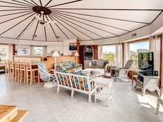 Tyde Views All A'Round, 3 bedroom Ocean Front home in Avon, OBX, NC