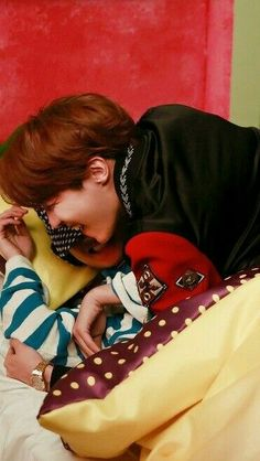 awwwww......everyone loves v it is soo cute .....aaaahhhhhh my heart is melting