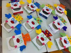 """fun-tastic 14: Ατομικό αποκριάτικο παιχνίδι :"""" Τάισε τον κλόουν"""" Clown Crafts, Carnival Crafts, Diy And Crafts, Crafts For Kids, Arts And Crafts, Paper Crafts, Paper Airplane Game, Projects For Kids, Art Projects"""