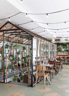 The centrepiece of this garden-inspired Nordic restaurant in Copenhagen is an indoor greenhouse that Danish design studio Genbyg has created using recycled materials Mais Greens Restaurant, Deco Restaurant, Restaurant Design, Greenhouse Restaurant, Organic Restaurant, Luxury Restaurant, Restaurant Offers, Design Studio, Cafe Design