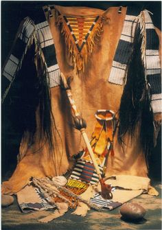 Native American Shirts, Native American Indians, Indian Accessories, Art Articles, Plains Indians, Native Indian, Loom Bracelets, The Hobbit, Indian Jewelry