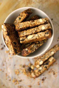 """Cá em casa os snacks são escolhidos e preparados consoante as fases. Há alturas em que me lembro e faço queques ou """"buns"""" ou ainda """"rol..."""