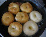 Fantastické šišky mäkkučké aj na druhý deň ak ostanú...   Mimibazar.sk Bagel, Doughnut, Food And Drink, Bread, Pizza, Baking, Messages, Drawings, Brot