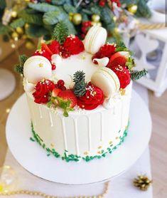 Christmas Cake Designs, Christmas Cake Decorations, Christmas Cupcakes, Holiday Cakes, Christmas Desserts, Christmas Treats, Creative Christmas Food, Xmas Food, Holiday Baking