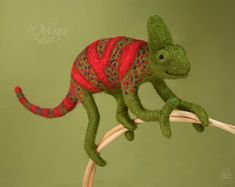 Needle felt chameleon, wool toy, chameleon toy, unusual gift, felted reptile, soft animal toy, chameleon art, plush chameleon