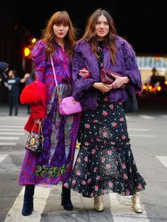 The best Street Style Inspiration & fashion from Paris Fashion Week Street Style Fashion Week, Street Style Chic, Looks Street Style, Look Fashion, Trendy Fashion, Autumn Fashion, Fashion Trends, Purple Fashion, Fashion Photo