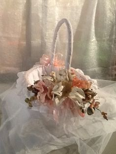 1000 images about canastas decoradas on pinterest flower girl basket easter baskets and - Canastas de mimbre decoradas ...
