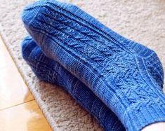 Ravelry: Slinkee Socks pattern by Jo-Anne Klim Cool Patterns, Beautiful Patterns, Cosy Socks, Knitting Socks, Knit Socks, Fingering Yarn, Fingerless Mitts, Lace Heart, Knit In The Round