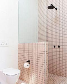Black&White (and pink!) Bathroom - Inside Closet