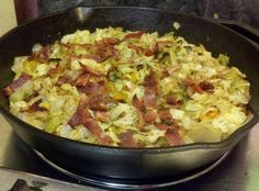5-6 strips of bacon  1 head cabbage, sliced  1 onion, diced  ¼ cup chicken broth (I use low sodium broth)  1 tsp vinegar (optional)  ½ tsp salt  ¼ tsp pepper    How to make it :    In large skillet, (I use cast iron) fry