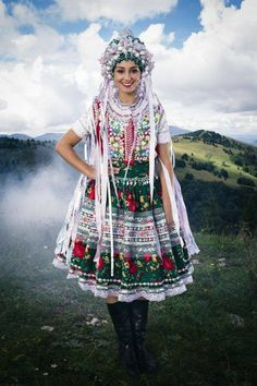 Brides of Slovakia - Pictures of lost world Ethnic Outfits, Ethnic Dress, Fashion Outfits, Costumes Around The World, Folk Clothing, Folk Costume, Ethnic Fashion, Vintage Ladies, Vintage Woman
