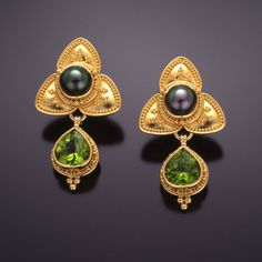 Zaffiro - earrings 22kt gold granulation peridot pearl