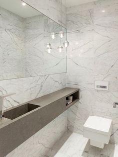 Владельцы резиденции в Торонто, Канада, поручили фирме DUBBELDAM Architecture + Design создать проект, который преобразует две отдельные постройки в один уютный дом для семьи. Архитекторами было разработано новое решение открытого пространства, которое представляет собой внутренний двор и продолж...