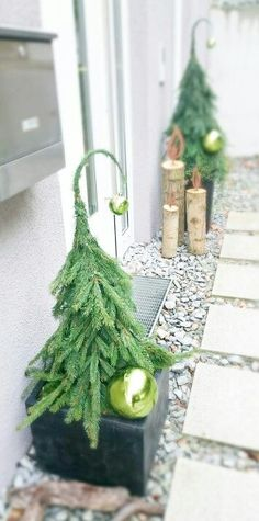 21 Christmas Porch Decoration Ideas - Best of DIY Ideas Christmas Planters, Christmas Porch, Noel Christmas, Outdoor Christmas Decorations, Rustic Christmas, All Things Christmas, Winter Christmas, Christmas Wreaths, Christmas Crafts