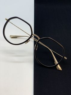 Round Glass, Hoop Earrings, Glasses, Jewelry, Fashion, Tatoo, Fashion Styles, Eyewear, Moda