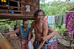 Myint Naing flieht. Er kommt bei einer indonesischen Familie unter, bei der er gegen Kost und Logis auf der Farm arbeiten kann. Doch Myint hat Heimweh. Erneut versucht er sein Glück auf den Booten, immer in der Hoffnung, eines möge ihn zurückbringen. Als er einen Kapitän schließlich auf Knien um seine Freiheit anfleht, lässt ihn dieser in Ketten legen. Drei Tage ohne Wasser und ohne Essen verbringt Naing in Gefangenschaft. Dann gelingt ihm erneut die Flucht.