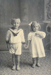 Free Vintage photos for crafting.  This is a great site for collages and mixed media art