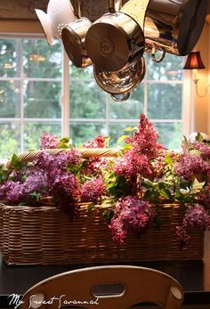 fill basket with mason jars, put water in jars and display fresh lilacs.looks like window box Beautiful Flower Arrangements, Floral Arrangements, Beautiful Flowers, Tuscan Design, Tuscan Style, Under The Tuscan Sun, Tuscan Decorating, Decorating Tables, Tuscan House