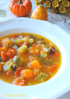 Vegetable Soup Healthy, Healthy Vegetables, Healthy Soup, Fresh Vegetables, Eat Healthy, Lima Bean Soup, Zucchini Soup, Zucchini Lasagna, Starter Dishes