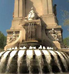 Fuente en la parte trasera del monumento a Cervantes en la Plaza de España, Madrid