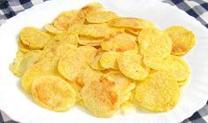 Patatas chips, como las de bolsa, hechas por ti mismo en el microondas