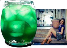 Menthe a l'eau - mint syrup. Een bijzondere siroop van Aliberti. Voor een verfrissing met water, maar ook voor ijs of in de koffie maakt Aliberti prachtige creaties. Kwaliteit, bekend bij de betere cocktail bars. Als zoetstof gebruikt men natuurlijke rietsuiker. Meer info: http://carusoluxury.nl/shop/16-limonade