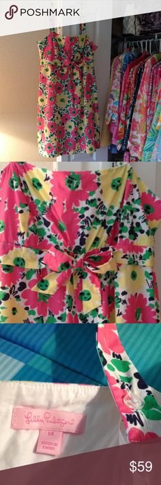 """Lilly Pulitzer dress Darling EUC Size 14 Lilly Pulitzer Doodle Bug Daisy 100% crisp cotton dress. Adjustable straps or wear strapless. Adorable front bow and fully lined. Width under pit 18"""" So sweet! Lilly Pulitzer Dresses Midi"""