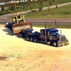 Peterbilt custom 379 heavy haul with a Cat on wagon #Peterbilt #HeavyHaul #Cat #HeavyLoad #Mainpac