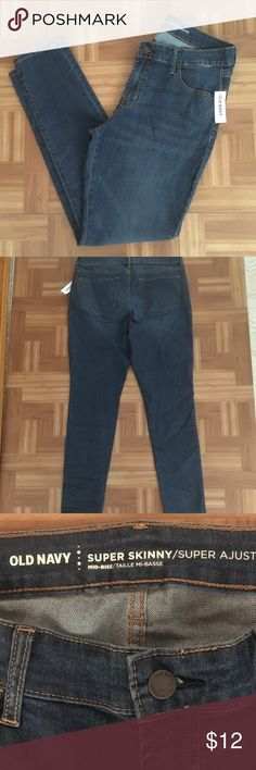 Old Navy Mid-Rise Super Skinny Jeans (12) NWT Old Navy Medium Wash Mid-Rise Super Skinny Jeans (Size 12). Comfortable Stretch Jeans Fit Snug Through The Hip and Thigh With A Skinny Leg. *Brand New w/ Tags!! Old Navy Jeans Skinny